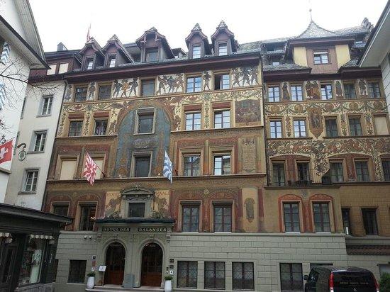 Hotel des Balances: Hotel Frontage
