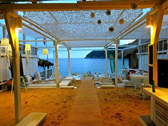 Nivel Mar Beach Club & Restaurant: View of Maguey Bay.