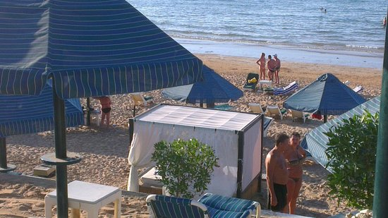 Beach Hotel by Bin Majid Hotels & Resort: Пляж