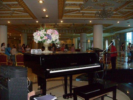 Adriatic Palace Bangkok: Фойе