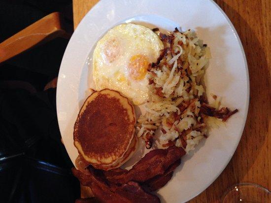 Blu's Restaurant: Desayunos pancakes con huevos al gusto