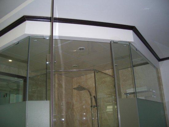 May de ville City Centre II: Glas in Glas . . .