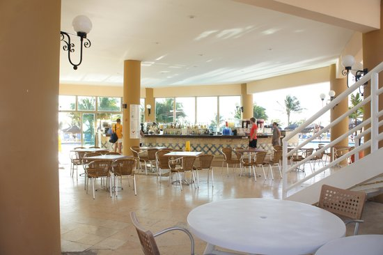 Viva Wyndham Maya: bar and snack bar area by the pool
