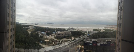 Yucheng Seaview International Hotel : Beach view from the room!