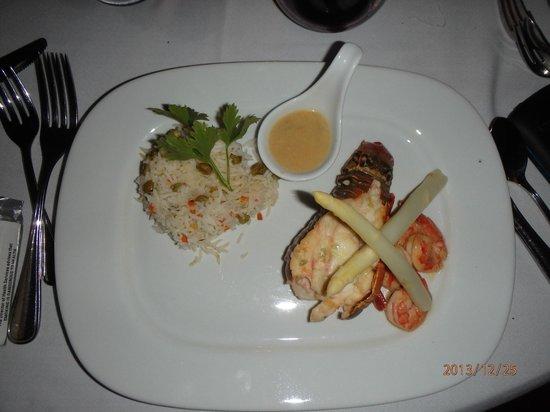 Robert's Grove Beach Resort: repas de noel  lagouste