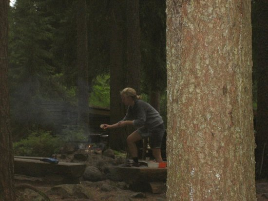 STF Kolarbyn Eco-Lodge : cooking dinner