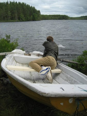 STF Kolarbyn Eco-Lodge : boat on the lake