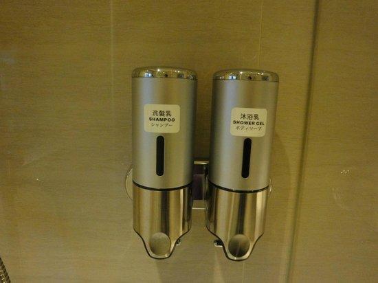 Taipei Centro Stay: バスルームの壁に、シャンプー・ボディーソープ