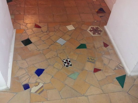 Decumani Hotel de Charme : Mosaico di ceramiche