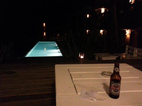 Posada Arenas de Jose Ignacio : beer by the pool