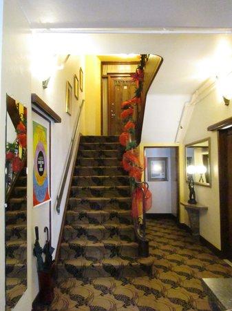 Le Manoir d'Auteuil: Le Hall d'entrée de la porte