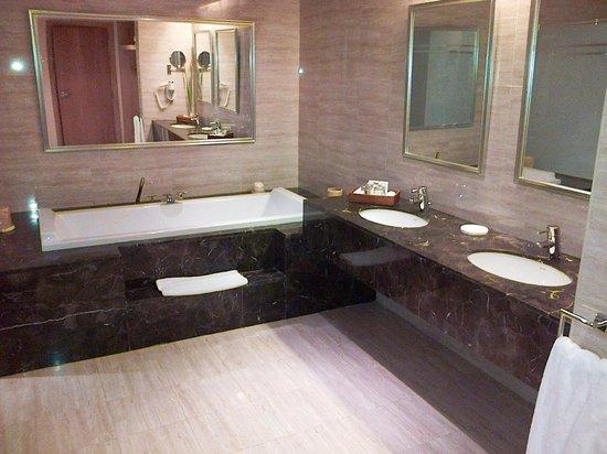 Iberotel Palace: Junior Suite - Bathroom