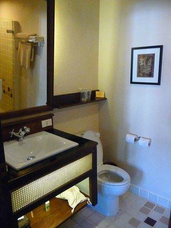 Hotel Villa Deux Rivieres: Badezimmer - andere Seite