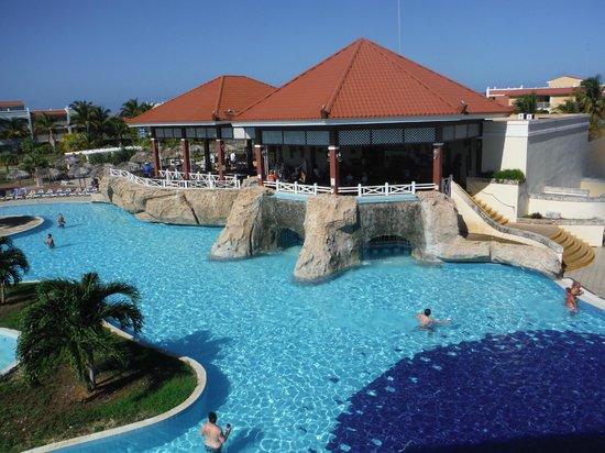 Memories Varadero Beach Resort: snack bar @ activity pool