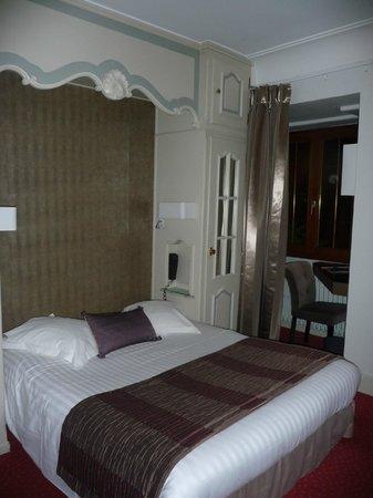 Hotel la Diligence : lit 2 places