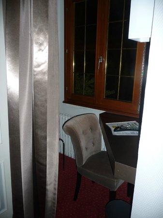 Hotel la Diligence : petit coin bureau