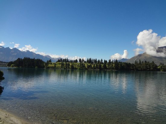 Copthorne Hotel and Resort Queenstown Lakefront : The lake new by the hotel