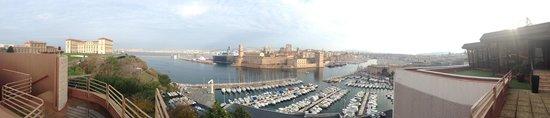 Sofitel Marseille Vieux-Port: Vue depuis le restaurant