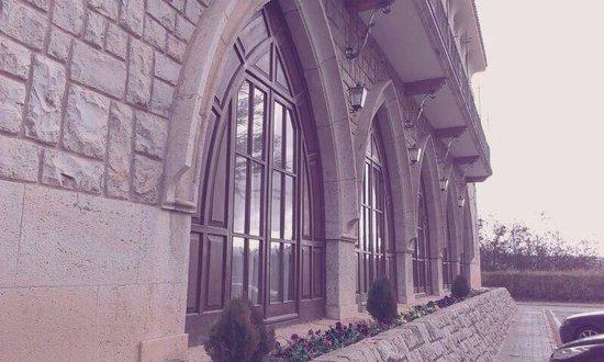 Parador de Teruel: Arcos ojivales de la fachada
