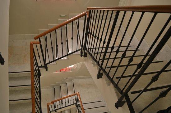 Hotel Lunetta: Staircase