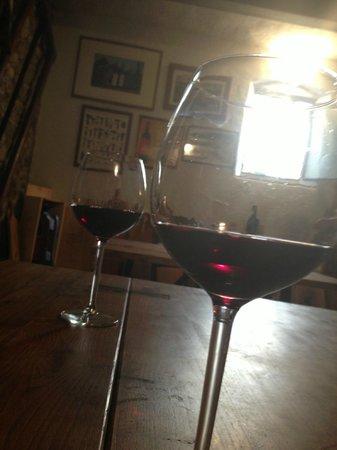 Podere Campriano : Yum! Wine tasting!
