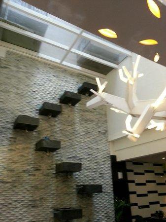 Lyori Aerotel Batam : Dining area glass ceiling