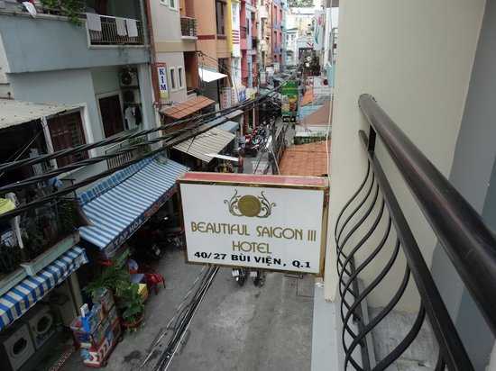 Beautiful Saigon 3 Hotel: Hotel Sign and quiet little street