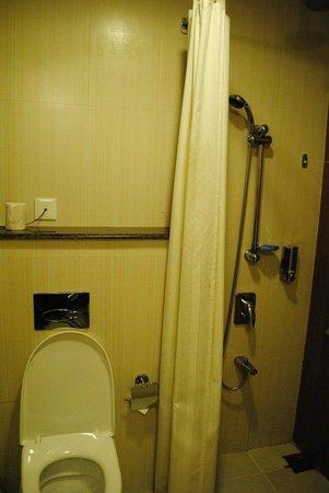 Munnar - Terrace Greens, A Sterling Holidays Resort: Bathroom 2