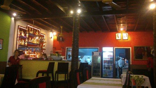 Ganesh Indian Restaurant : Ресторан Ганеш муй не - повара-индусы на кухне