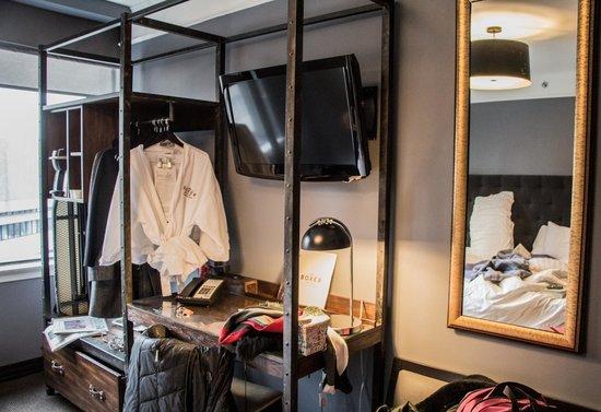 The Boxer Boston: Closet and dresser