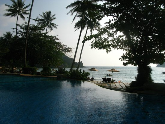 Sea View Resort & Spa Koh Chang: Бассейн и пляж