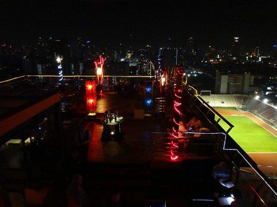 Siam@Siam Design Hotel Bangkok: Terrasse mit Restaurant/Bar im 25th floor.