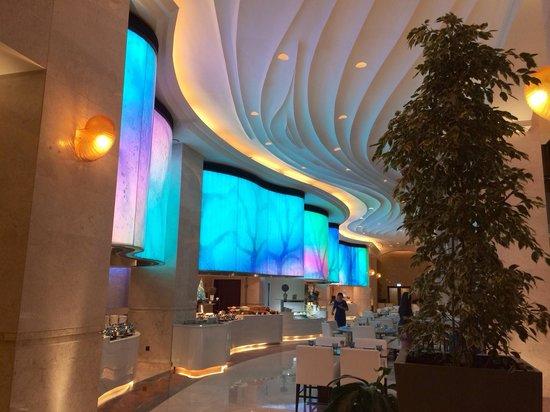 The St. Regis Saadiyat Island Resort: Resto for breakfast and diner! Very nice buffet!!!