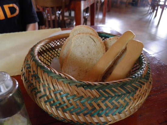 La Taverna: Fresh bread