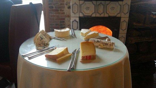 La Lucarne aux Chouettes : Carrito de quesos