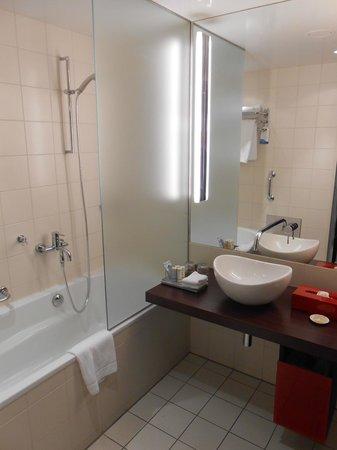 Radisson Blu Hotel, Berlin: bathroom