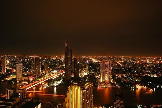 lebua at State Tower : This view, Totally worth it! Streaks of light at the bottom are ferries in the river. Long expos