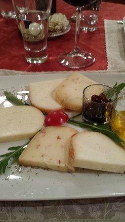 Caffe Poliziano: piatto di formaggi