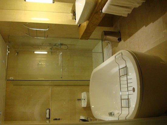 Hilton Doha - Bathroom