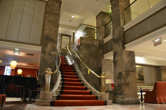 The Michelangelo Hotel: escalera hall