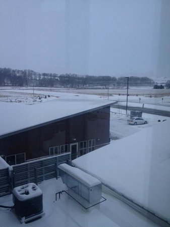 Residence Inn Coralville : View from upstairs hallway. Hotel is surrounded by open fields!
