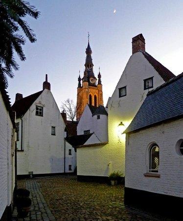 Begijnhof St Elisabeth (St. Elisabeth House) : Beguinage Cortrique Courtrai Belgica