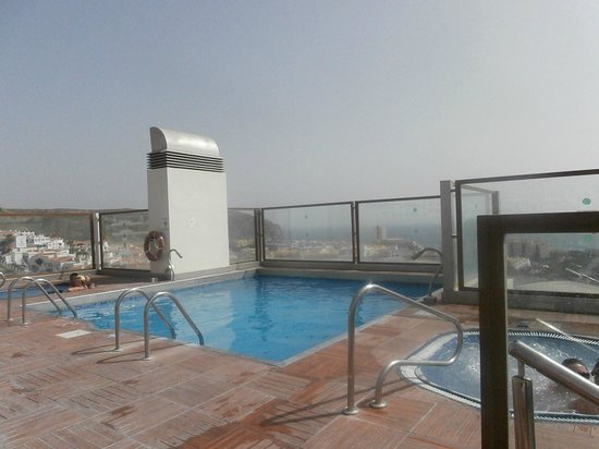 Paradise Park Fun Lifestyle Hotel: Rooftop pool