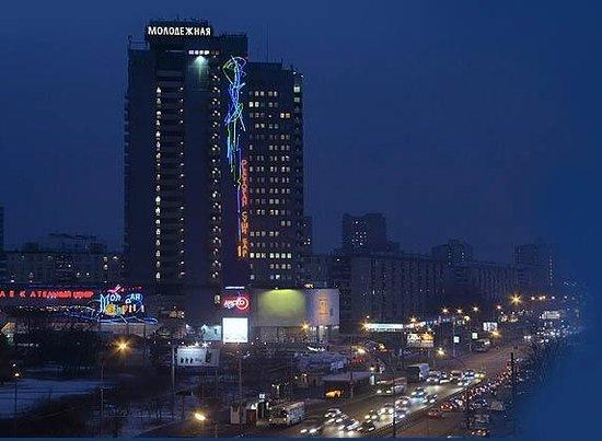 Hotel Molodyozhny : By Night
