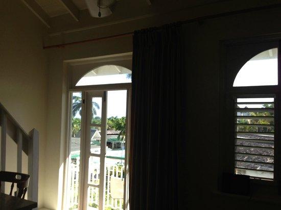 Sea Castles Beach Condos: Living Room
