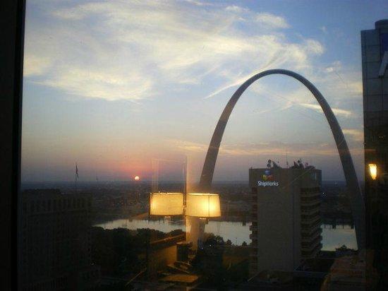 Hilton St. Louis at the Ballpark: Camera con vista arco