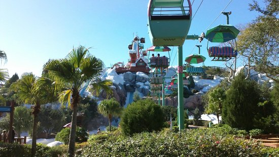 Blizzard Beach : Another view of the chair lift