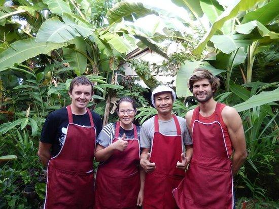 Sammy's Organic Thai Cooking School: Sammy and friends