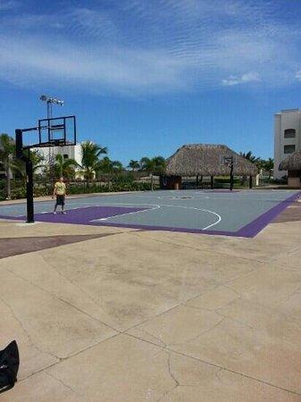 Hard Rock Hotel & Casino Punta Cana: great basketball court