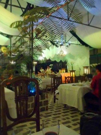 Sonya's Secret Garden: wedding set-up